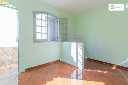 Imagem 1 de 12 de Aluguel De Casa De Fundos Com 30m² E 1 Quarto - 32004