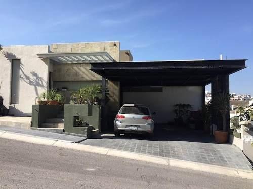 Casa En Venta En Cumbres Del Cimatario Con Extraordinaria Vista.