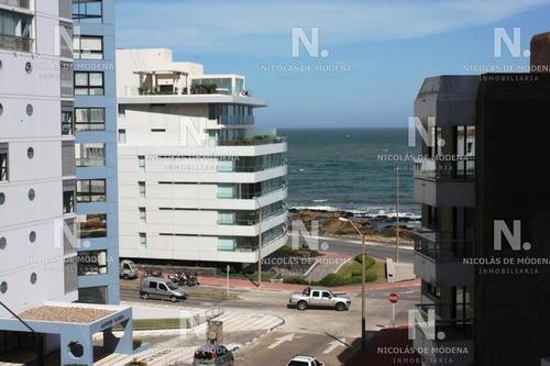 Apartamento En Península 1 Dormitorio Con Balcón- Ref: 4480