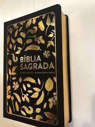Bíblia Sagrada Letra Grande Nvt Folhas Douradas M Cristão
