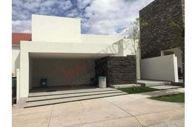 Venta De Casa En Fraccionamiento Monterra Con Vigilancia Las 24 Hrs