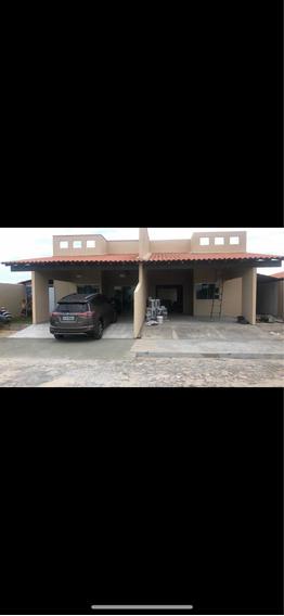 Casa De 3 Quartos E 2 Banheiros , Com Piscina E Varanda