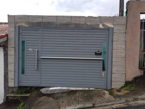 Casa Com 4 Cômodos, Garagem E Quintal