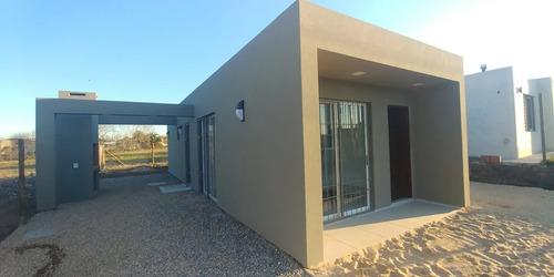 Casa A Estrenar! 3 Dormitorios! Moderno Diseño! Financ. Bhu