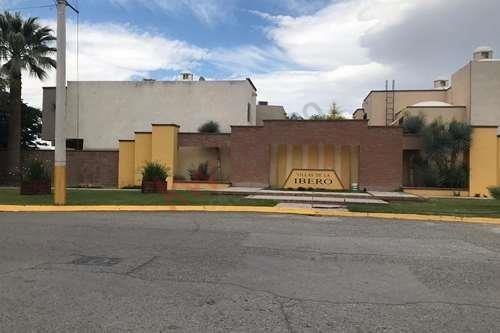 Casa En Venta De Una Planta, Fraccionamiento Villas De La Ibero, Torreón, Coahuila