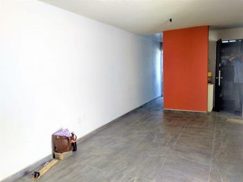 Casa En Privada Con Reja Y Vigilancia En San Juan Del Río