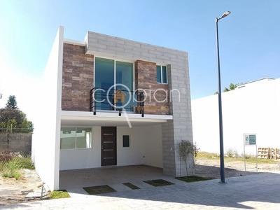 Hermosa Casa Dentro De Residencial Lucendi