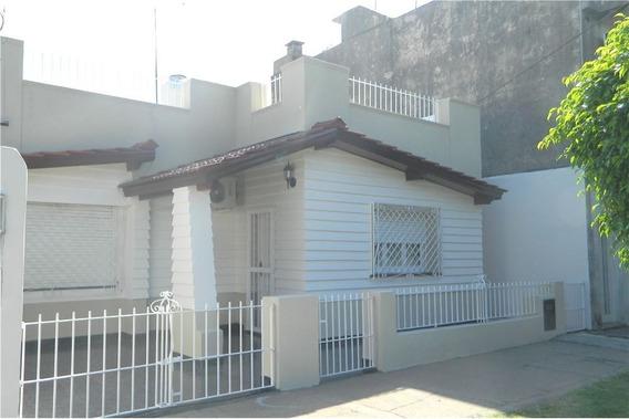 Casa Con Fondo Libre- Impecable