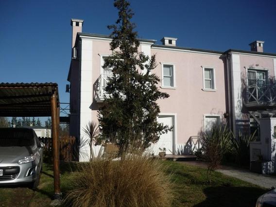 Excelente Casa En Alquiler De 4 Ambientes En Pilar Plaza