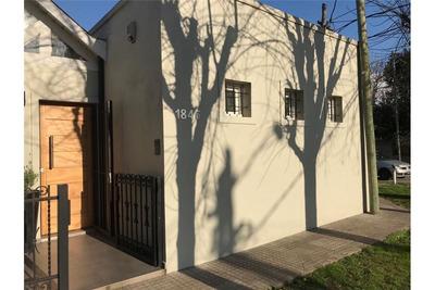 Casa En Venta De Dos Dormitorios En La Plata