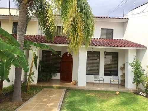 Residencia En Jardines De La Hacienda, 4 Recamaras, 4.5 Baños, Jardín, Cto Serv.