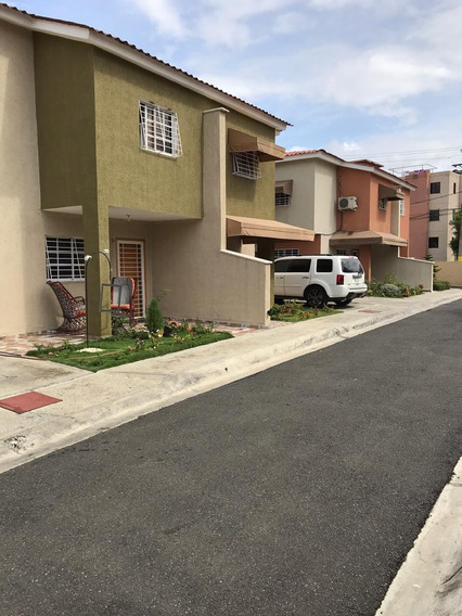 Se Vende Casa De 2 Nivel En R.d Economica