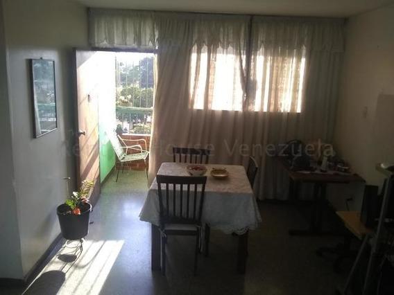 Apartamento En Venta Zona Oeste Barquisimeto 20-7563 Jg
