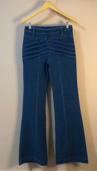 Calça Jeans Flare Com Recortes E Bolsos