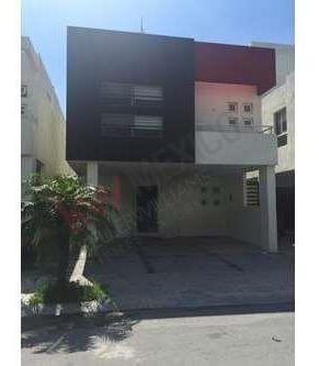 Casa Residencial En Renta, Col. La Rioja, Monterrey, N. L.