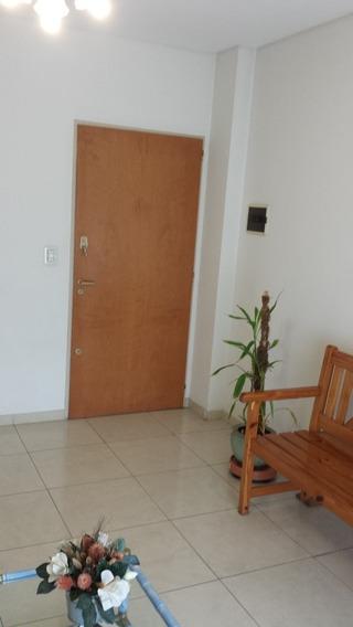 Alquilo Consultorio, En Caba, Villa Pueyrredon , Sobre Av.