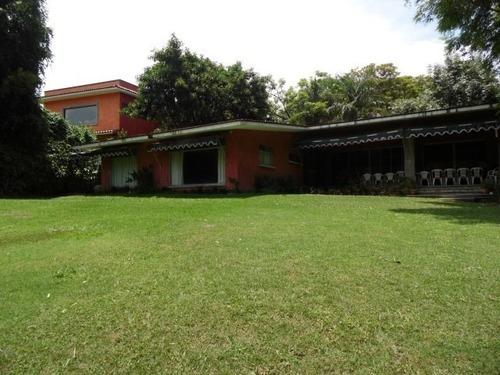 Casa En Fraccionamiento En Las Quintas / Cuernavaca - Est-579-cs