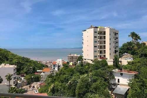 Condominio A Unas Cuadras De La Playa Y Del Malecón De Pv