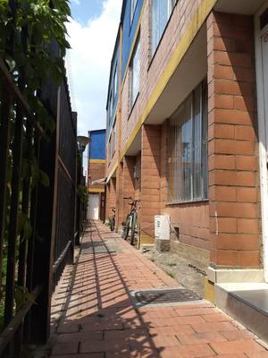 Casa Chicalá, Tres Pisos, Tres Habitaciones, Dos Baños.