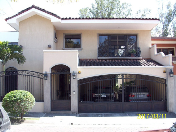 Se Vende Casa En Residencial Los Arcos, Belen, Heredia