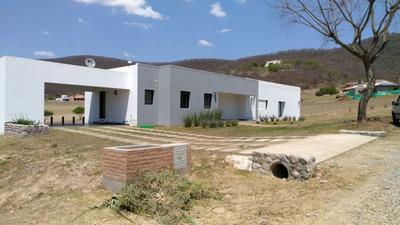 Alquiler De Casa En Valle Escondido De 4 Dormitorios.