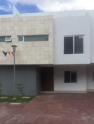 Residencia En Coto En Residencial Victoria, Con Excelente Ubicacion