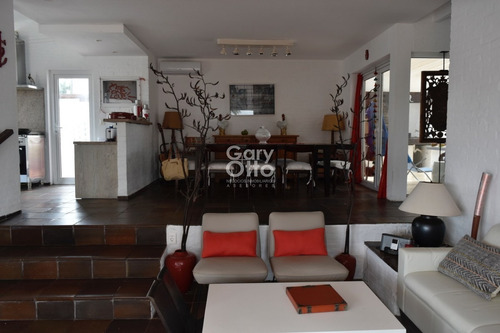 Residencia En Peninsula- Ref: 23802