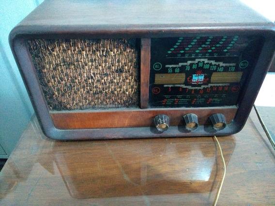 Radio Antigo Em Madeira Funcionando A Valvula