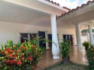 Casa En Venta La Esperanza,tocuyito 20-18235 Ddr