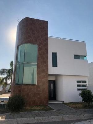 Casa En Renta, Con Roof Garden En Corregidora Queretaro