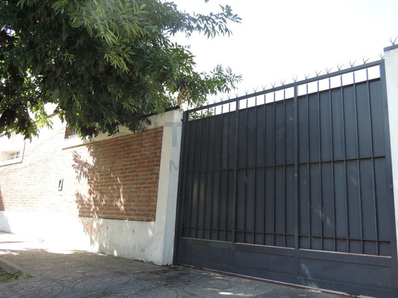 Casa En Venta De 3/4 Dormitorios Con Cochera En La Plata - Villa Elvira