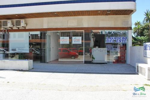 Alquilo O Vendo Local A La Calle En Punta Del Este, Peninsula.- Ref: 2081