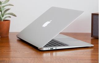 Macbook Air (13-inch, 2017)