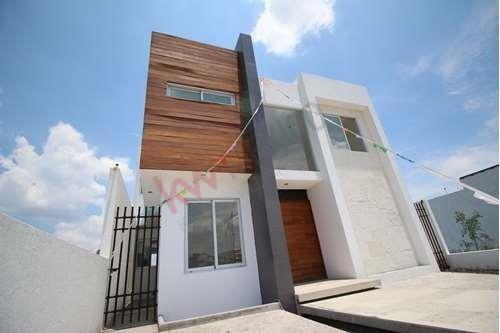 Casa En Venta Lomas De Juriquilla Queretaro 3 Habitaciones Con Baño Cada Una