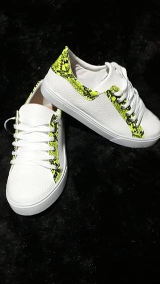 Zapatillas Blancas Con Detalles En Vibora