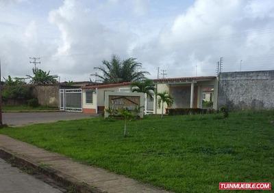 Casa En Venta En Villas De La Laguna I, Tipuro