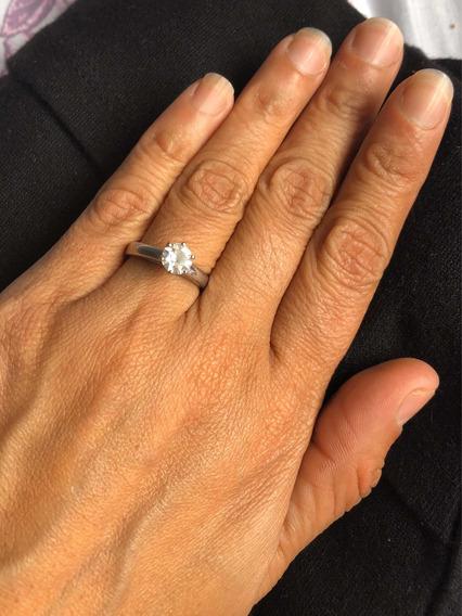 Anillo De Compromiso De Platino Con Diamante Solitario