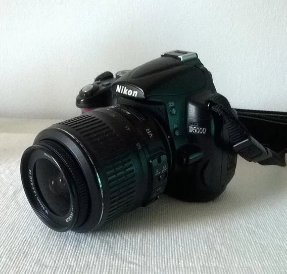 Nikon D5000 + Lente 18-55mm + Case, R$1100