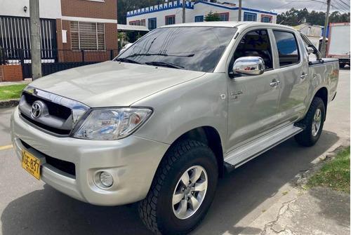 Toyota Hilux Doble Cabina 4x2 Diésel 2.5