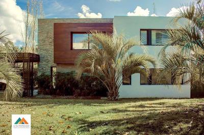 Hermosa Casa De Estilo Moderno En Barrio San Nicolás