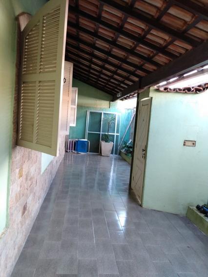 Vendo Uma Casa Com 3 Andares No J. St. Antônio Em Macaé Rj
