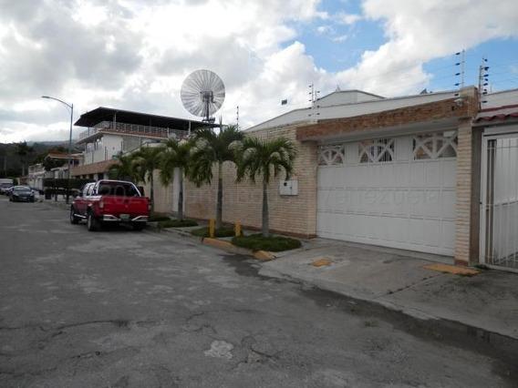 Casa En Venta En Clnas. De Vista Alegre 21-8005 Tlf. 0414 3391178