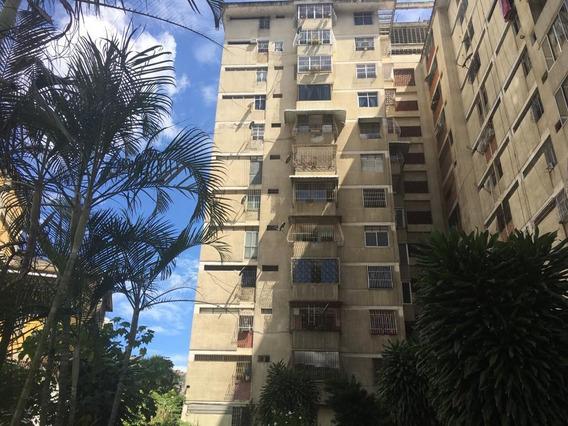 America Terán Vende Apartamento San Martin Mls #19-17541
