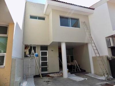 Se Renta Casa Re-modelada En Coto En Virreyes, Zapopan.