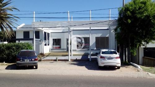 Local En Alquiler La Barra- Ref: 3036