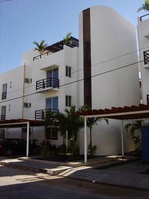 Vendo Amplio Departamento En Zona Centro De Playa Del Carmen