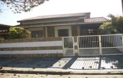 Casa 4 Dorm. Pé Na Praia Em Peruíbe - Estudo Trocas