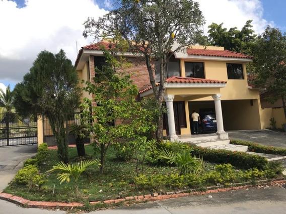 Grandiosa Casa En La Jacobo Majluta Resdencial Ciudad Modelo