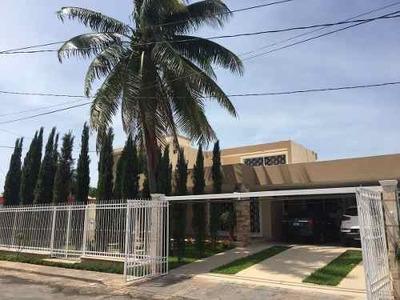 Preciosa Casa Residencial En Venta En Jardines De Miraflores, Mérida.