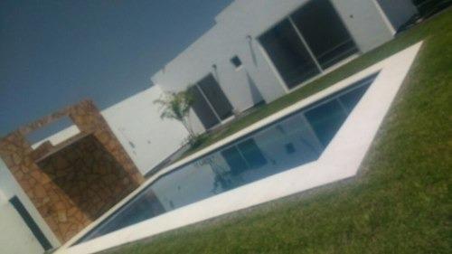 Hermosa Casa De Una Planta